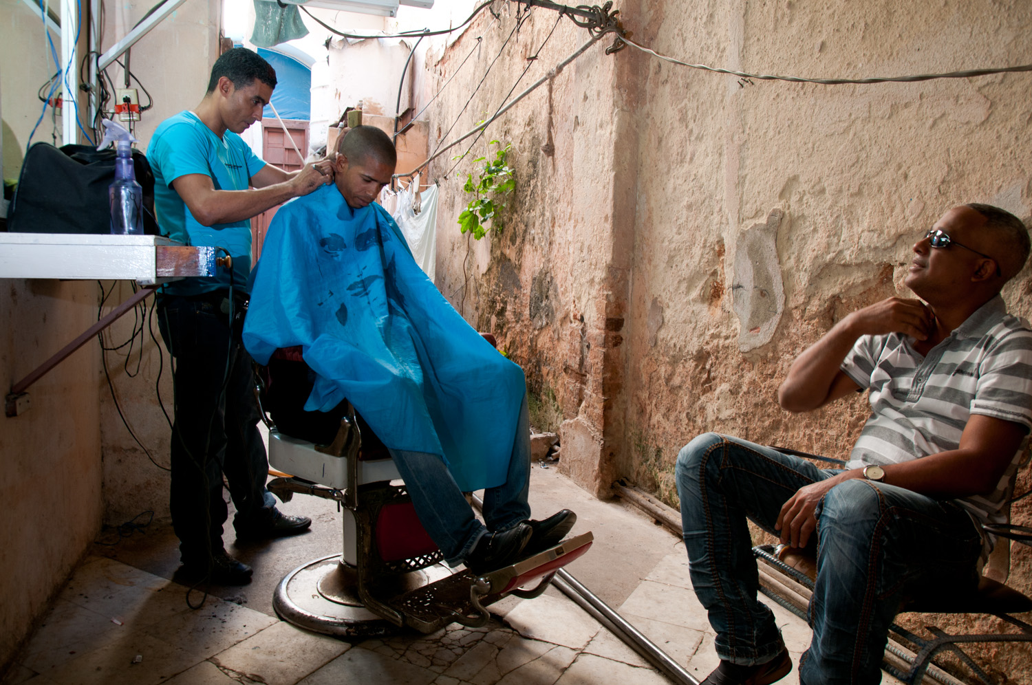 Alley way barber shop, Centro Habana