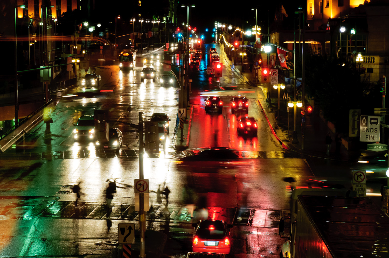 Rainy night on Rideau Street (2)