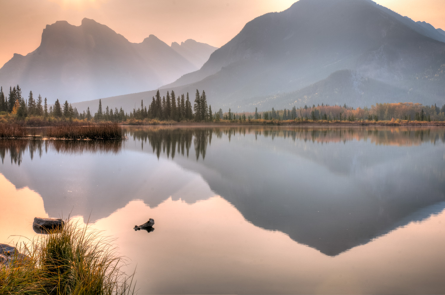 Dawn on the Vermilion Lakes